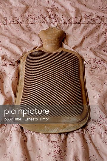 Alte Wärmflasche - p5671084 von Ernesto Timor