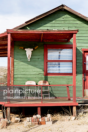 Old wooden house - p756m2082087 by Bénédicte Lassalle