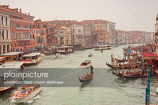 View of Canale Grande, Rialto, Venice - p1609m2219662 by Katrin Wolfmeier