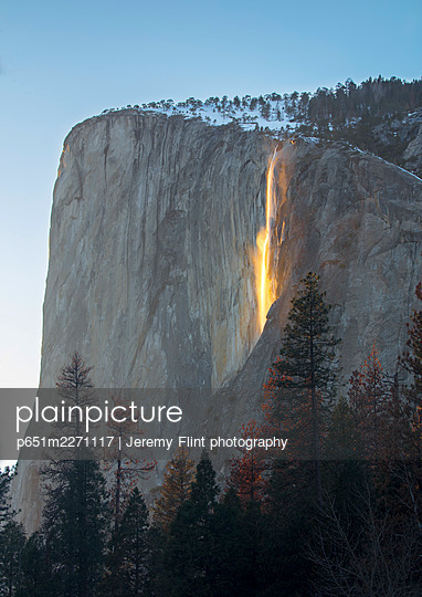 Firefalls, California, Yosemite, USA - p651m2271117 by Jeremy Flint photography