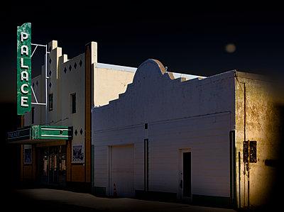 Palace Theatre in Marfa - p1693m2294584 von Fran Forman