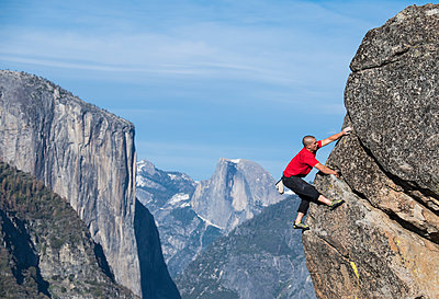 Male Climber In Yosemite With El Capitan And Half Dome In Background - p343m1416064 by Josh Miller Photography