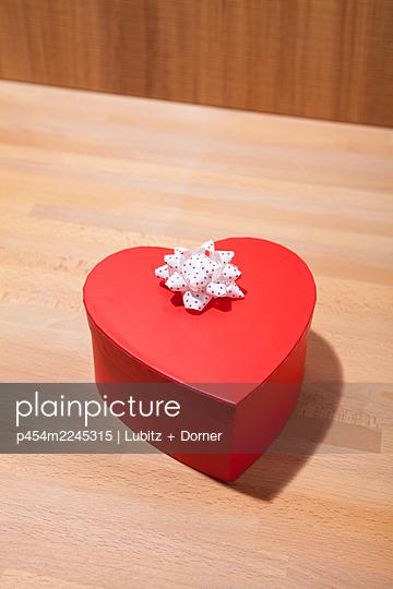 Valentine's Day  - p454m2245315 by Lubitz + Dorner