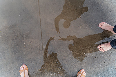 Feet in a puddle - p300m2131704 by VITTA GALLERY