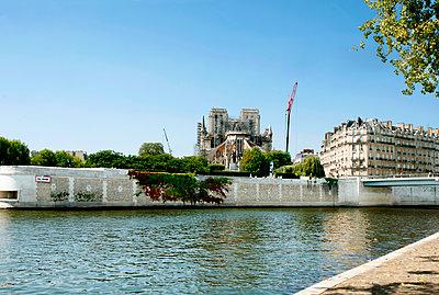 Notre-Dame de Paris ( from il Saint Louis )  - p864m2179023 by Michiru Nakayama