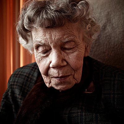 Elderly woman - p5864611 by Kniel Synnatzschke