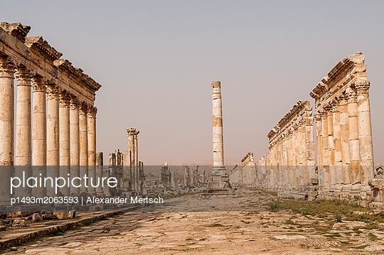 Ruinen der antiken Stadt Apameia im Norden Syriens - p1493m2063593 von Alexander Mertsch