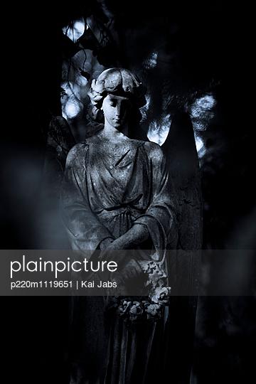 Ein Engel auf dem Friedhof - p220m1119651 von Kai Jabs