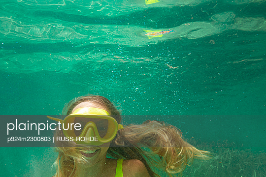 Spain, Mallorca, Smiling woman in scuba mask diving in sea - p924m2300803 by RUSS ROHDE