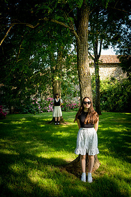 Two Sisters in the garden - p1402m2289140 by Jerome Paressant