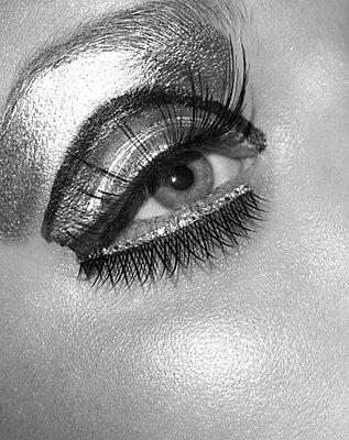 Mascara - p5480074 by Fred Leveugle