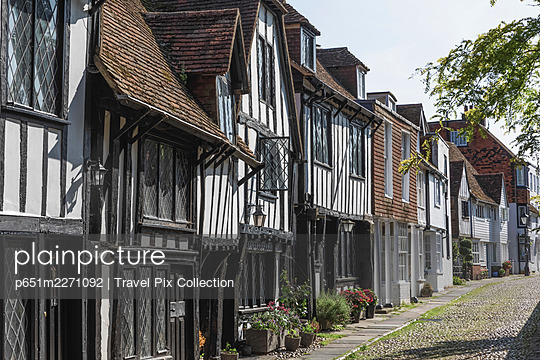 England, East Sussex, Rye, Street Scene with Medieval Housing - p651m2271092 by Travel Pix Collection