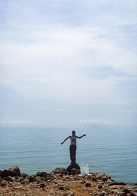 Local boy shows off on the rocky coast, Punta Gorda, Belize - p1542m2187708 by Roger Grasas