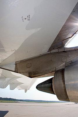 Triebwerk eines Flugzeuges - p627m672358 by Kirsten Nijhof