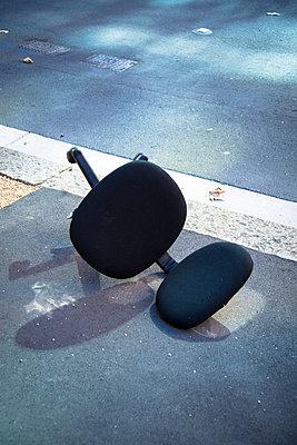 Broken office chair  - p1170m1044315 by Bjanka Kadic