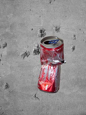 Beverage can - p444m1041337 by Müggenburg