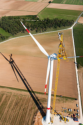 Mounting a wind turbine - p1079m885255 by Ulrich Mertens