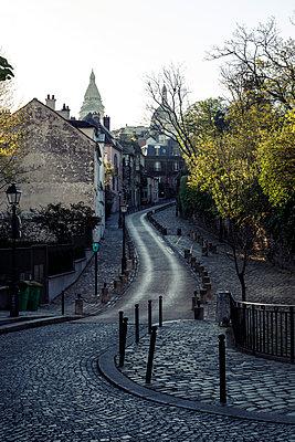 Deserted road, Old Town, Paris, France, shutdown due to Covid-19 - p1329m2177983 by T. Béhuret
