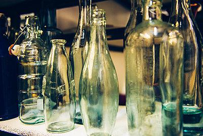 Flaschen - p988m1440908 von Rachel Rebibo