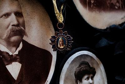 Medaillon auf dem Monumentalfriedhof Staglieno - p1105m1222745 von Virginie Plauchut