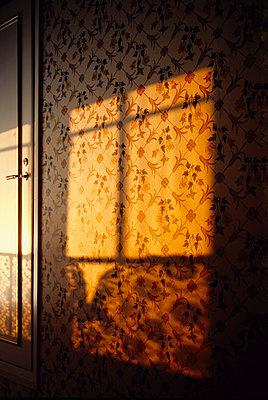 Light effect on wallpaper - p1418m1571540 by Jan Håkan Dahlström