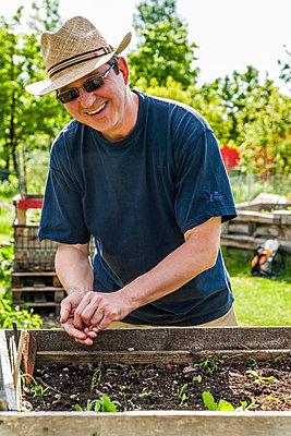 Gardener - p867m1051265 by Thomas Degen