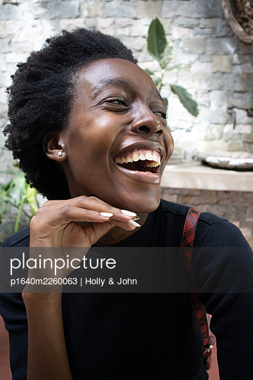 African woman laughing, portrait - p1640m2260063 by Holly & John