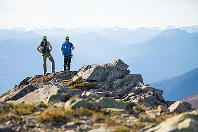 Two climbers stand on the summit of Douglas Peak, British Columbia. - p1166m2095167 by Cavan Images
