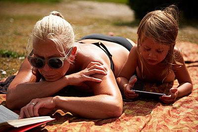 Lesen in der Sonne - p972m1333510 von Felix Odell