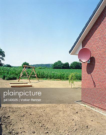 Neubau mit Garten - p4140025 von Volker Renner
