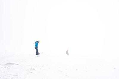 Schweiz, St. Gallen, Snowboarder - p1332m2204620 von Tamboly