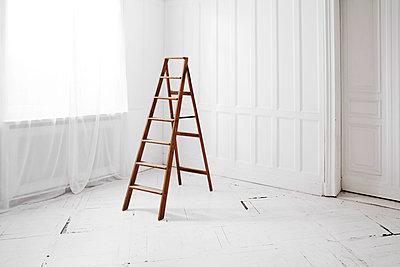Weißer Raum - p438m917226 von Laura Petermann