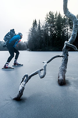 man long-distance skating - p312m1407613 by Fredrik Schlyter