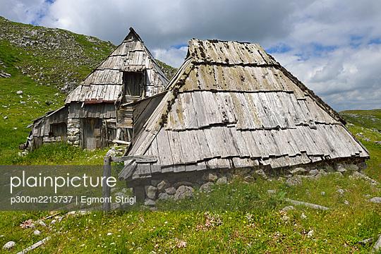 Montenegro, View of Shepherd hut at Durmitor National Park - p300m2213737 by Egmont Strigl
