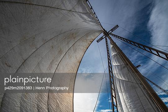 Sail boat sails in calm waters, low angle view, Raja Ampat, Sorong, Nusa Tenggara Barat, Indonesia - p429m2091383 by Henn Photography