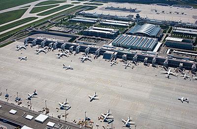 Franz-Josef-Strauß-Flughafen - p1016m1122601 von Jochen Knobloch