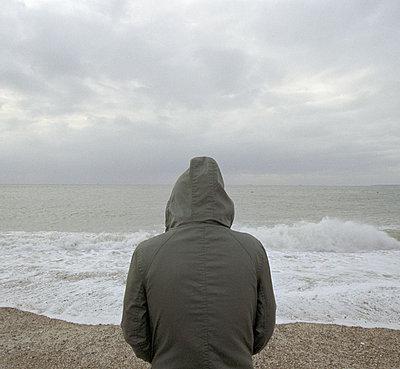 Mann am Meer - p1090m886492 von Gavin Withey