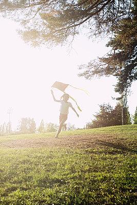 Mädchen mit Drachen - p1116m1216983 von Ilka Kramer