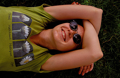Relaxen im Gras - p2200125 von Kai Jabs