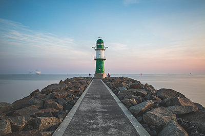 Germany, Warnemuende, Lighthouse in the morning - p300m1130113f von Anke Scheibe