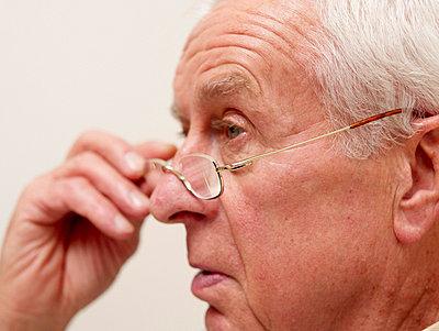 Gesicht eines alten Mannes  - p6430286f von senior images RF