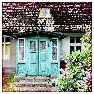 Hauseingang an einem alten Haus - p979m1220443 von Ulrike Schacht