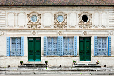 Facade of an old mansion - p248m912079 by BY