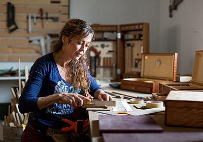 Woman working in workshop - p312m1498893 by Susanne Kronholm