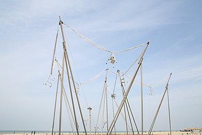 Art installation on the beach - p1289m2089467 by Elisabeth Blanchet