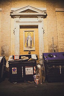 Müll und Madonna - p1345m1194836 von Alexandra Kern