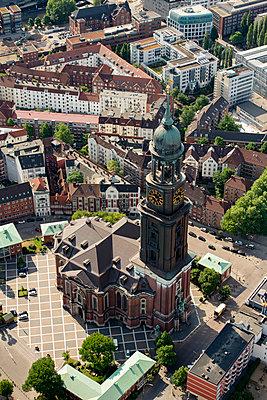 Luftaufnahme von St. Michaelis-Kirche (Michel), Hamburg I - p1493m1584451 von Alexander Mertsch