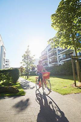 Fahrrad + Stadt - p464m1445669 von Elektrons 08
