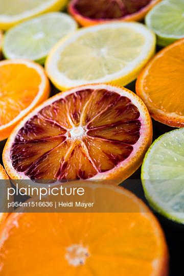 Zitrusfrüchte - p954m1516636 von Heidi Mayer