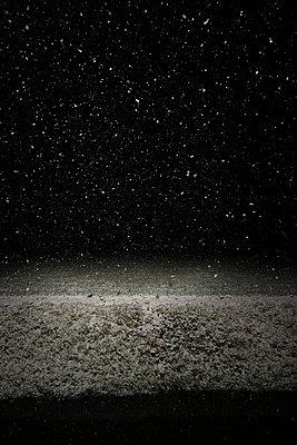 Schneefall in der Nacht - p1132m2126172 von Mischa Keijser